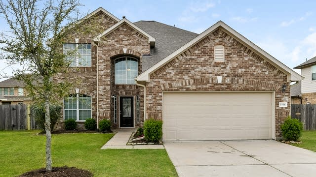 Photo 1 of 25 - 1514 Meadow Wood Dr, Pearland, TX 77581
