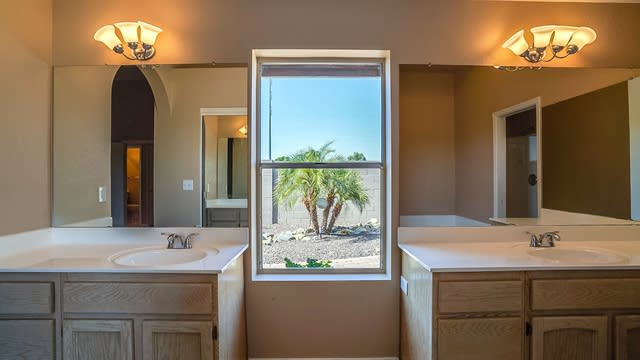 Photo 1 of 20 - 1102 E Villa Theresa Dr, Phoenix, AZ 85022