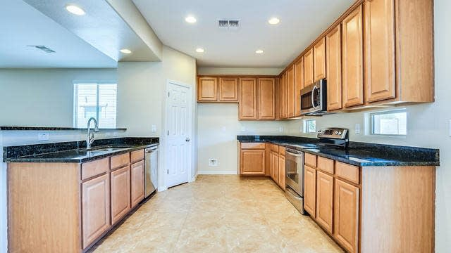 Photo 1 of 22 - 33527 N Stone Ridge Dr, San Tan Valley, AZ 85143