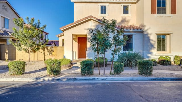 Photo 1 of 20 - 868 S Colonial Dr, Gilbert, AZ 85296