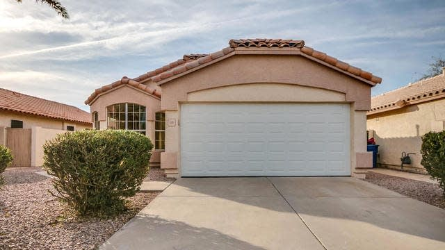 Photo 1 of 32 - 1181 W Kingbird Dr, Chandler, AZ 85286