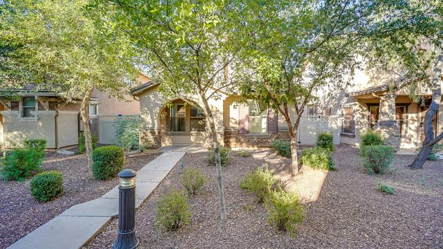 Photo 1 of 19 - 1041 S Cheshire Ln, Gilbert, AZ 85296