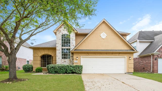 Photo 1 of 25 - 15623 Edgemere Ct, Sugar Land, TX 77498