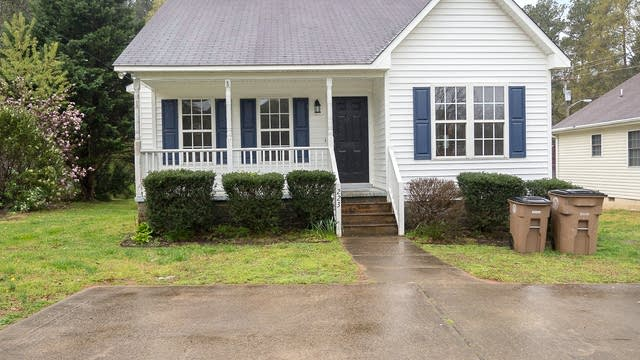 Photo 1 of 27 - 223 W Oak Ave, Wake Forest, NC 27587