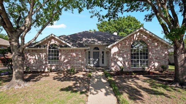 Photo 1 of 25 - 4020 Garden Park Dr, North Richland Hills, TX 76180