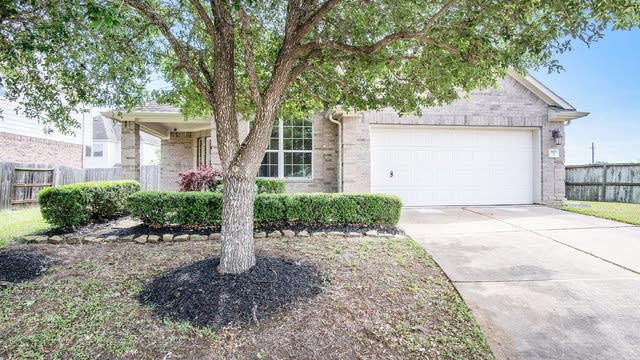 Photo 1 of 17 - 2117 Crestwind Ct, Pearland, TX 77584