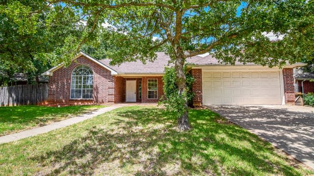 Photo 1 of 37 - 5514 Bradley Ct, Arlington, TX 76017