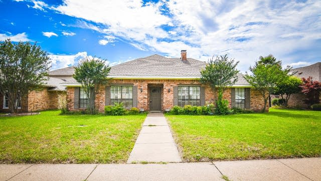 Photo 1 of 37 - 2001 Westminister Dr, Rowlett, TX 75088