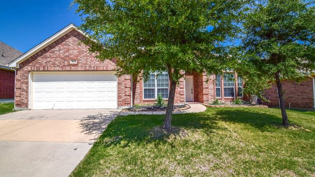 Photo 1 of 36 - 10124 Red Bluff Ln, Fort Worth, TX 76177