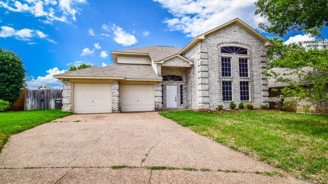 Photo 1 of 36 - 7912 Moss Rock Dr, Fort Worth, TX 76123
