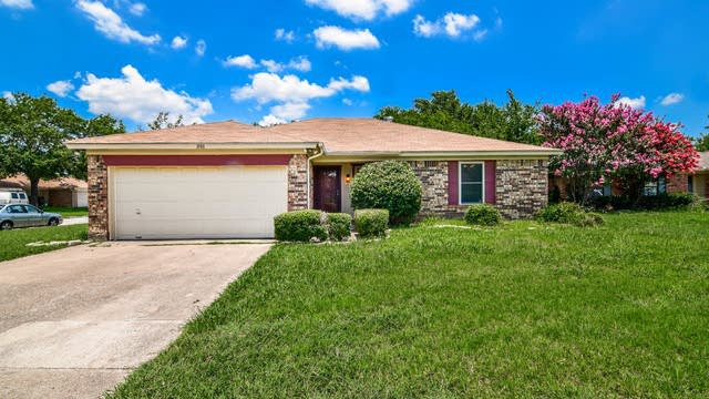 Photo 1 of 36 - 1101 Twin Pine Ct, Arlington, TX 76018