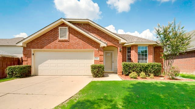 Photo 1 of 27 - 7824 Park Trails Dr, Fort Worth, TX 76137