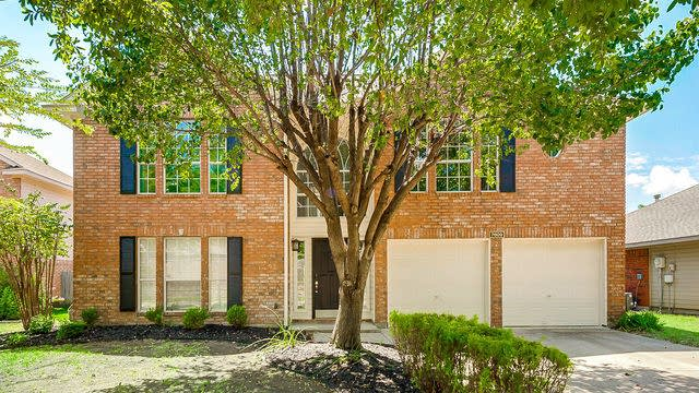 Photo 1 of 27 - 7609 Bryce Canyon Dr W, Fort Worth, TX 76137