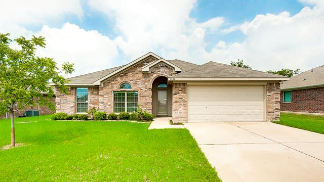 Photo 1 of 24 - 1040 Brown Crest Rd, Burleson, TX 76028