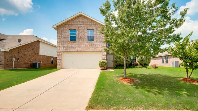 Photo 1 of 33 - 1120 Junegrass Ln, Crowley, TX 76036