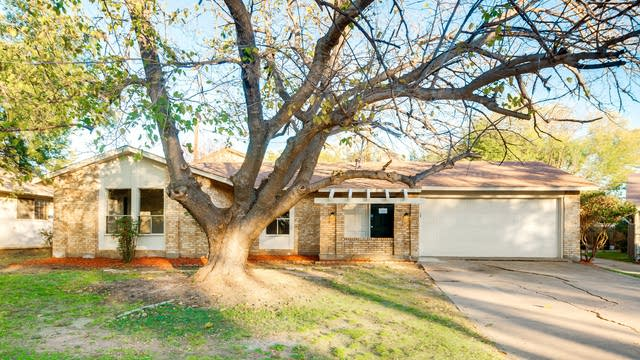 Photo 1 of 24 - 200 Casa Bello Ct, Irving, TX 75062