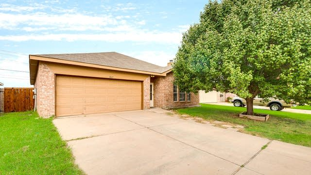 Photo 1 of 26 - 3817 N Summer Trail Dr, Fort Worth, TX 76137