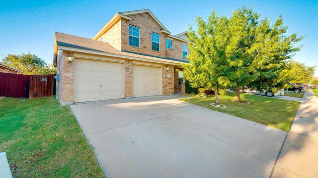 Photo 1 of 25 - 1256 Cottonwood Dr, Crowley, TX 76036