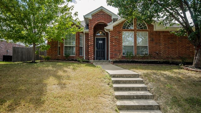 Photo 1 of 28 - 2046 Diamond Ridge Dr, Carrollton, TX 75010