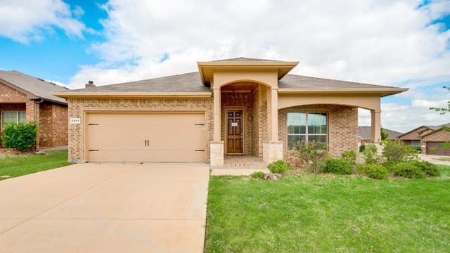 Photo 1 of 26 - 3057 Beaver Creek Dr, Fort Worth, TX 76244