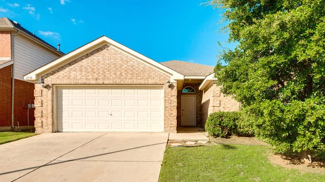 Photo 1 of 26 - 8736 Lariat Cir, Fort Worth, TX 76244