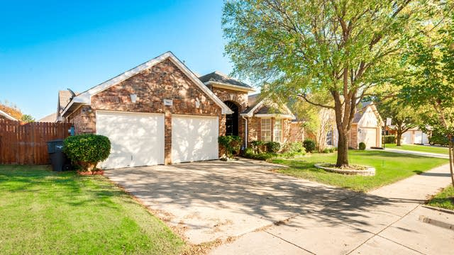 Photo 1 of 22 - 7964 Paloverde Dr, Fort Worth, TX 76137