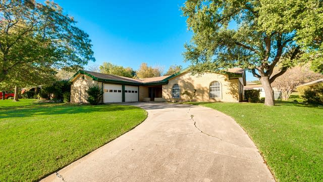 Photo 1 of 27 - 3728 Kelvin Ave, Fort Worth, TX 76133