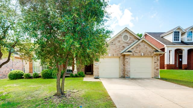 Photo 1 of 26 - 2306 Regina Dr, Corinth, TX 76210