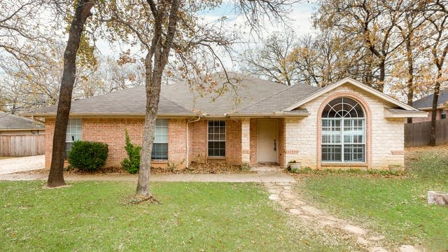 Photo 1 of 22 - 1112 Shadow Ridge Dr, Azle, TX 76020