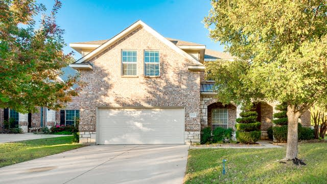 Photo 1 of 29 - 5733 Sugar Maple Dr, Fort Worth, TX 76244