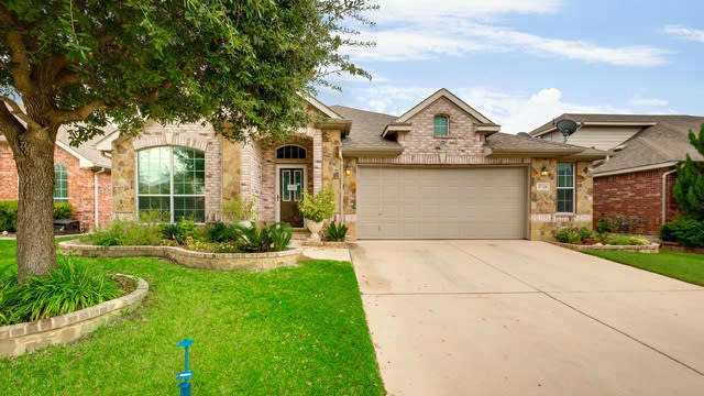 Photo 1 of 26 - 9748 McFarring Dr, Fort Worth, TX 76244