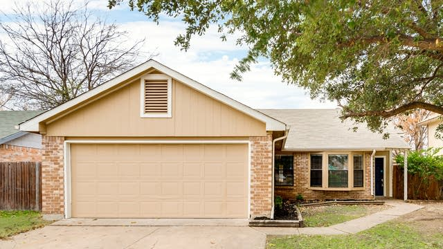 Photo 1 of 21 - 7445 Creekfall Dr, Fort Worth, TX 76137
