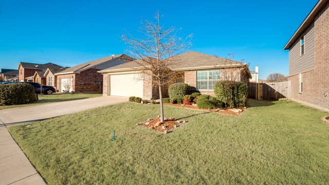 Photo 1 of 28 - 10536 Winding Passage Way, Fort Worth, TX 76131