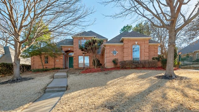 Photo 1 of 24 - 2809 Kingswood Dr, Grapevine, TX 76051