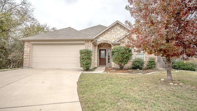 Photo 1 of 27 - 6076 Cedar Glen Dr, Grand Prairie, TX 75052