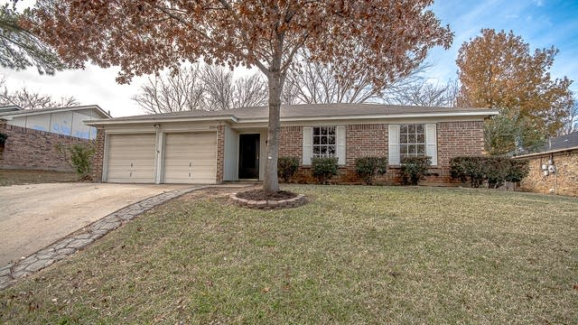 Photo 1 of 21 - 5804 Willow Branch Dr, Arlington, TX 76017