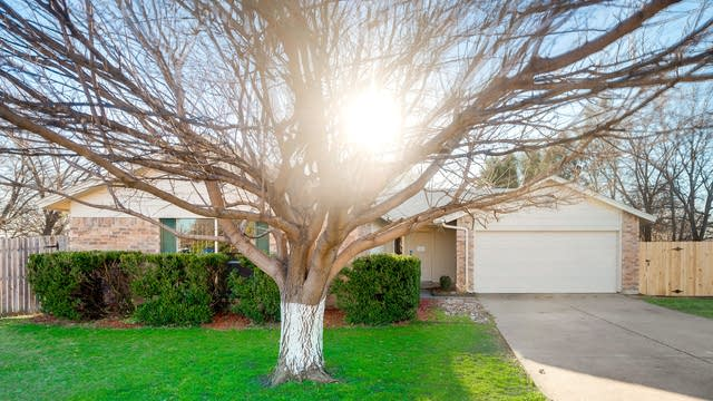 Photo 1 of 28 - 6701 Sunnybank Dr, Fort Worth, TX 76137