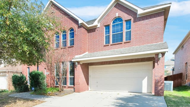 Photo 1 of 36 - 3929 Penny Royal Dr, Fort Worth, TX 76244