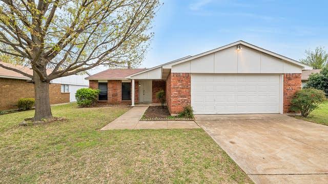 Photo 1 of 27 - 7813 Summerglen Rd, Fort Worth, TX 76133