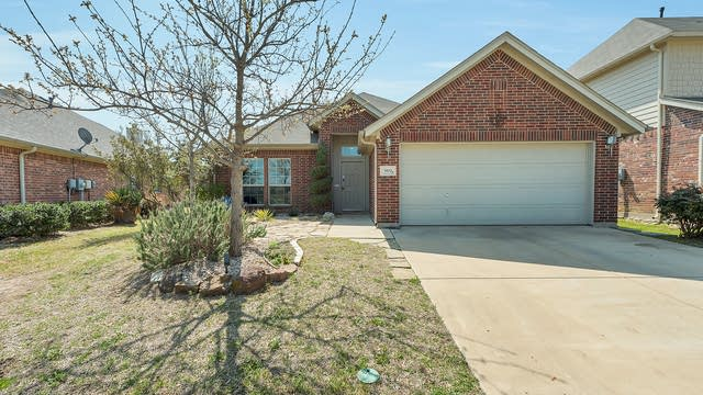Photo 1 of 25 - 5532 Chinkapin Ln, Fort Worth, TX 76244