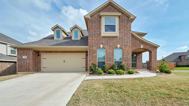 Photo 1 of 33 - 1204 Barberry Dr, Burleson, TX 76028