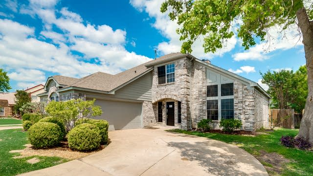 Photo 1 of 25 - 3910 Martha Ln, Rowlett, TX 75088