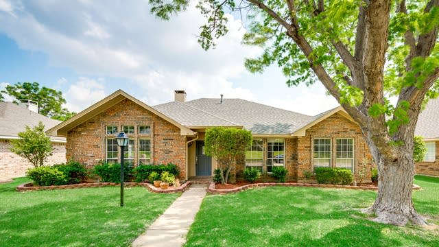 Photo 1 of 30 - 1403 Mapleview Dr, Carrollton, TX 75007