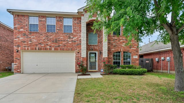 Photo 1 of 28 - 4004 Summerhill Ln, Fort Worth, TX 76244