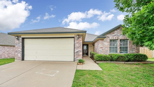 Photo 1 of 23 - 5409 Timber Ridge Dr, Watauga, TX 76137
