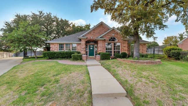 Photo 1 of 33 - 8800 Thorndale Ct, North Richland Hills, TX 76182