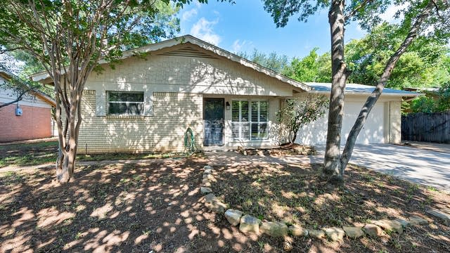 Photo 1 of 22 - 1333 Harrison Ln, Hurst, TX 76053