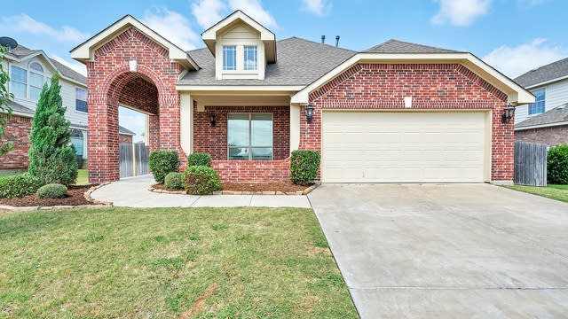 Photo 1 of 32 - 200 Lorient Dr, Mansfield, TX 76063