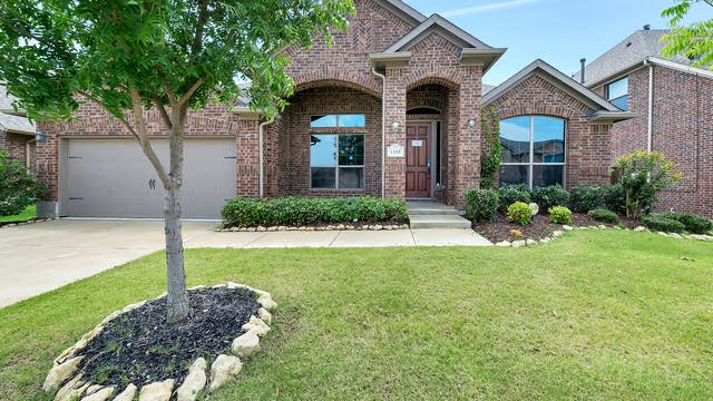 Photo 1 of 31 - 1105 Newchester Dr, Roanoke, TX 76262