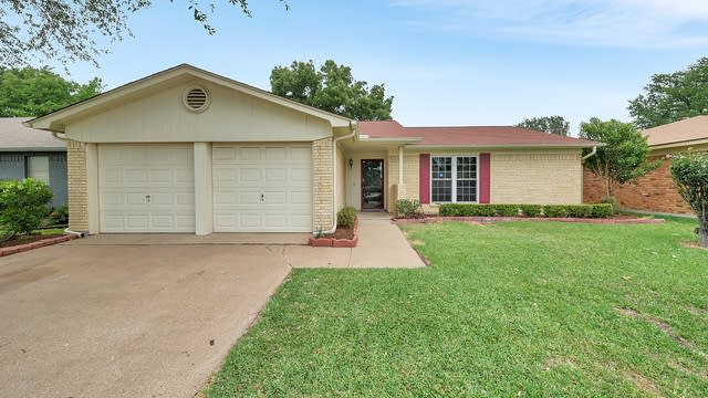 Photo 1 of 25 - 3820 Wedgworth Rd S, Fort Worth, TX 76133